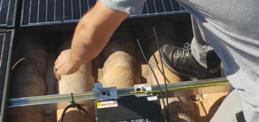 Installation micro-onduleurs panneaux solaires