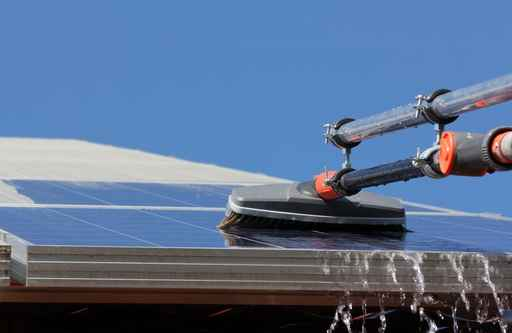 Maintenance et entretien de panneaux solaires