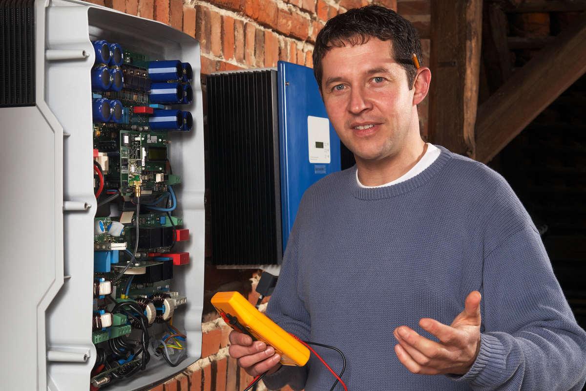 Technicien pour diagnostic photovoltaique