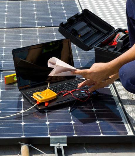 Maintenance et entretien de panneaux solaires à Aurillac