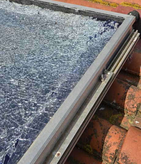 Remplacement d'un panneau solaire cassé à Aurillac